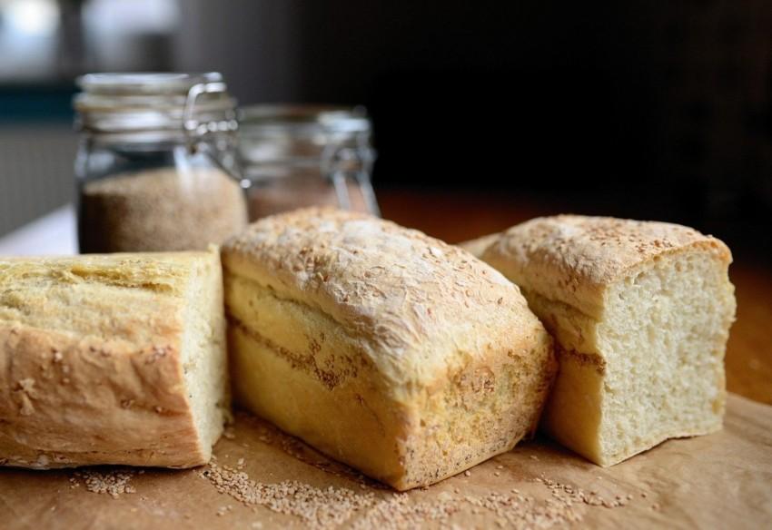 Roggenbrot aus einer Brotbackmaschine