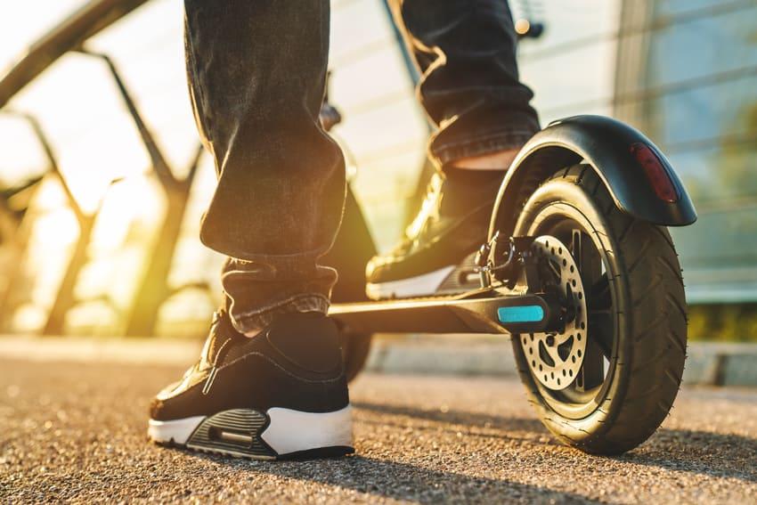 Ein E-Scooter mit einer Straßenzulassung