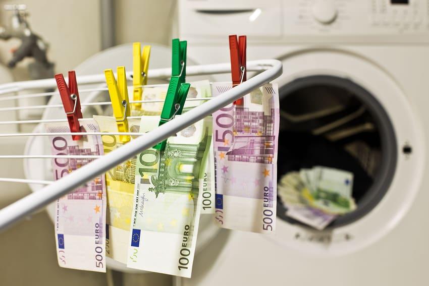 Ein Wäscheständer der Geld trocknet