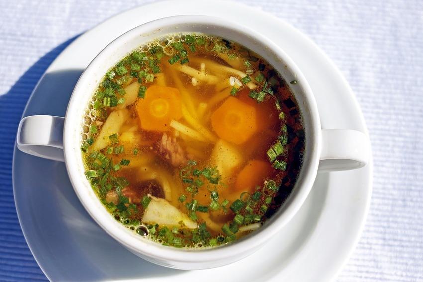 Eine Hühnersuppe aus dem besten Suppenbereiter