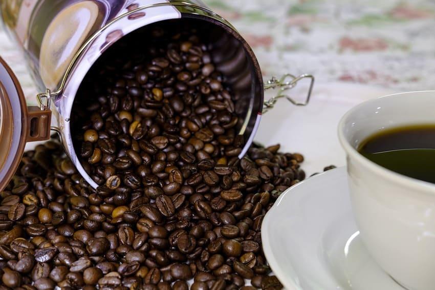 Eine Kaffee dose mit einem Fassungsvolumen von 1 Kg F