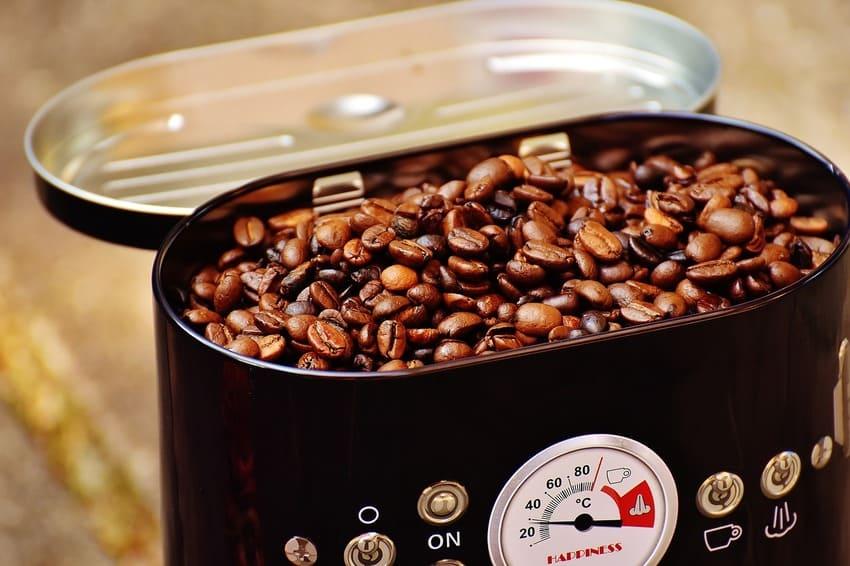 Eine Kaffeedose mit zusätzlichen Löffel