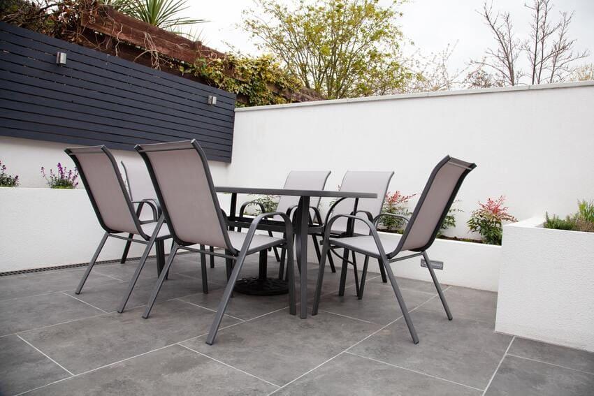 Eine schöne Sitzecke aus Metall Gartenmöbeln