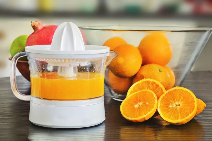 Der Test von verschiedenen Orangenpressen